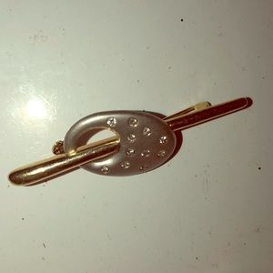 Jewelry - Vintage pin measures 2 inches